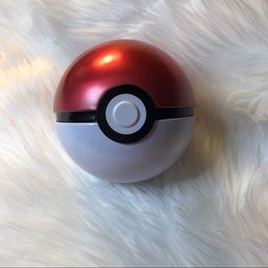 Pokémon Classic Metal Pokeball Container